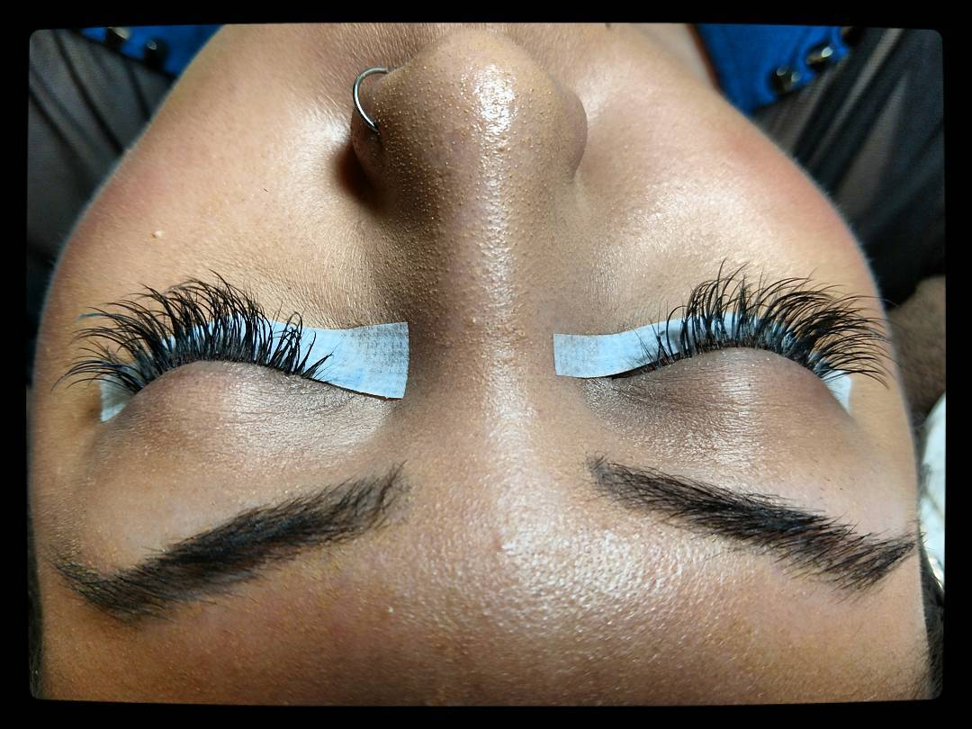 My friend, @metalmakeupmaven and I do a lash extension trade. I just finished her #LashExtensions and it's actually a lot of fun!